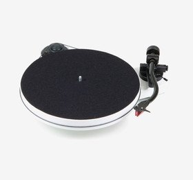 RPM 1 Carbon (2M Red) White Pro-Ject